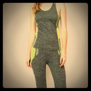 NWT Two piece scoop neck activewear fitness set OS